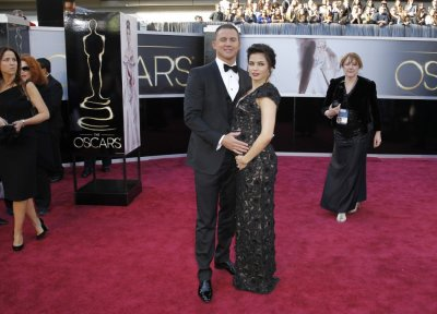 Actor Channing Tatum and wife Jenna Dewan arrive at the 85th Academy Awards in Hollywood, California, February 24, 2013.