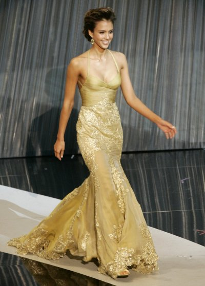 Actor Jessica Alba takes the stage to present the Oscar for sound mixing at the 78th annual Academy Awards in Hollywood, California March 5, 2006.