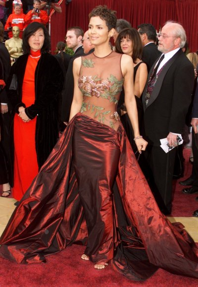 Actress Halle Berry makes her way down the red carpet as she arrives at the 74th Academy Awards March 24, 2002 in Hollywood. Berry is nominated for Best Actress for her work in the film Monsters Ball. REUTERSFred Prouser