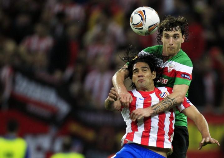 Amorebieta challenging Atletico Madrid's Falcao