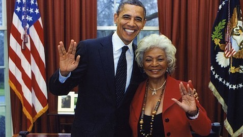 US President Barack Obama and Star Trek actress Nichelle Nichols give the Vulcan salute. (Official White House photo)