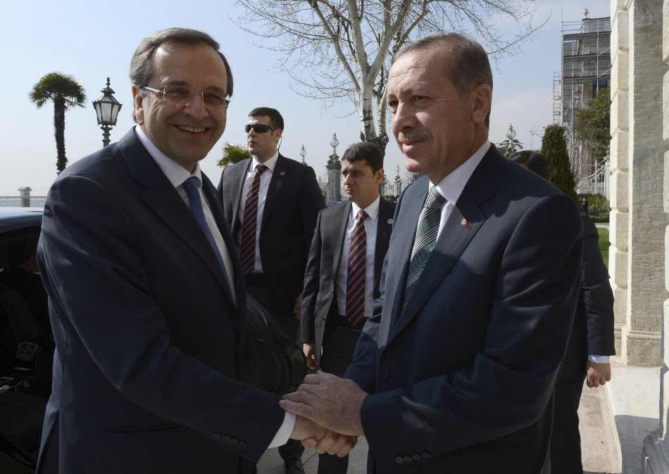 Greece's Prime Minister Antonis Samaras (L) shakes hands with his Turkish counteroart Recep Tayyip Erdogan as he arrives for a meeting in Istanbul March 4, 2013 (Photo: Reuters)
