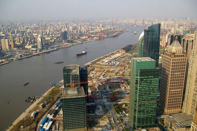 Huangpu River in Shanghai (Source - Wikipedia/Jakub Hałun)