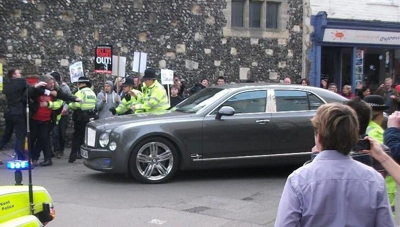 Man lunges at Royal car PIC: @Kent_999s