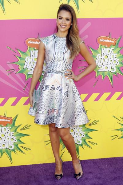 Actress Jessica Alba arrives at the 2013 Kids Choice Awards