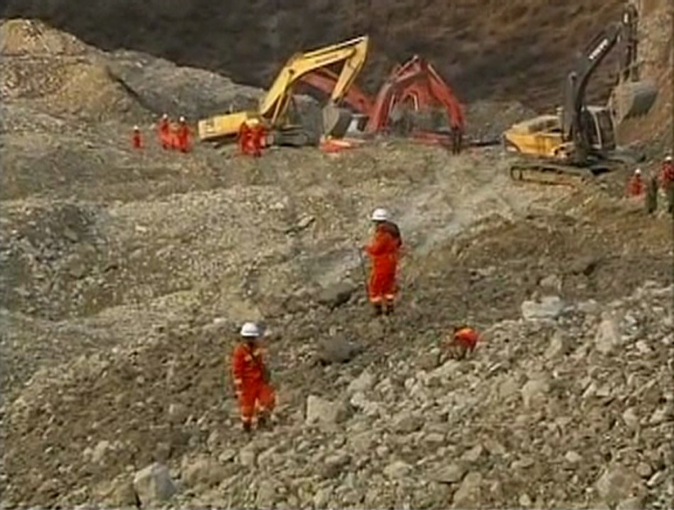 Tibetan mine workers trapped