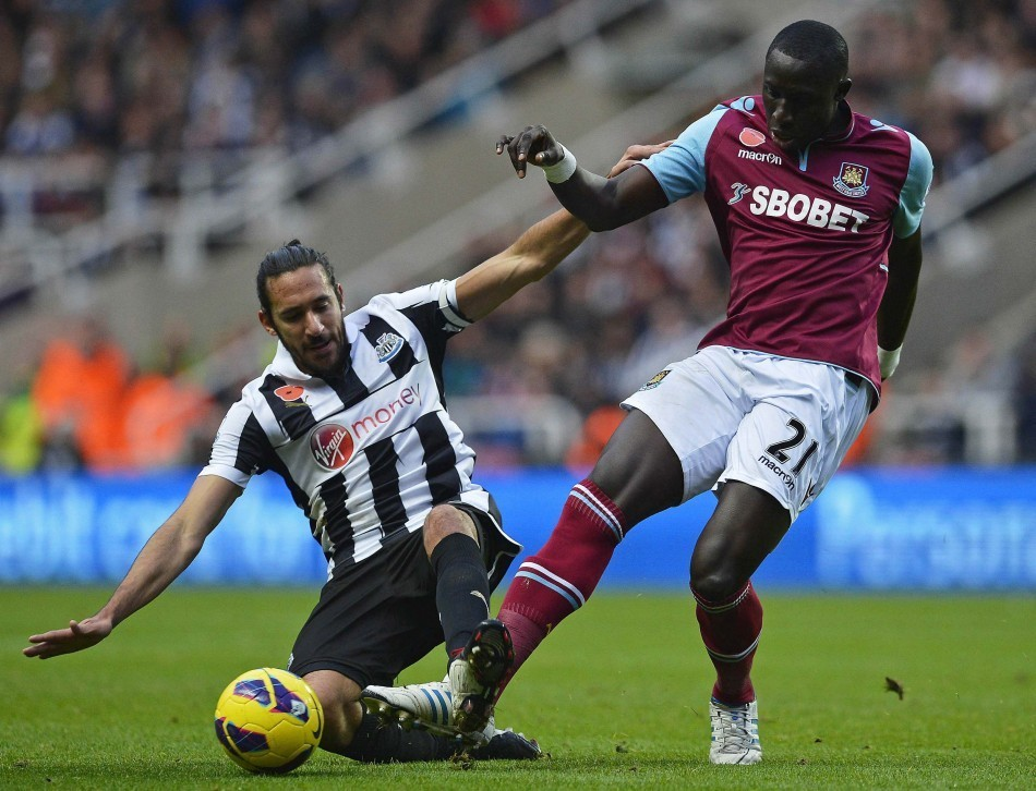 Mohamed Diame (R)