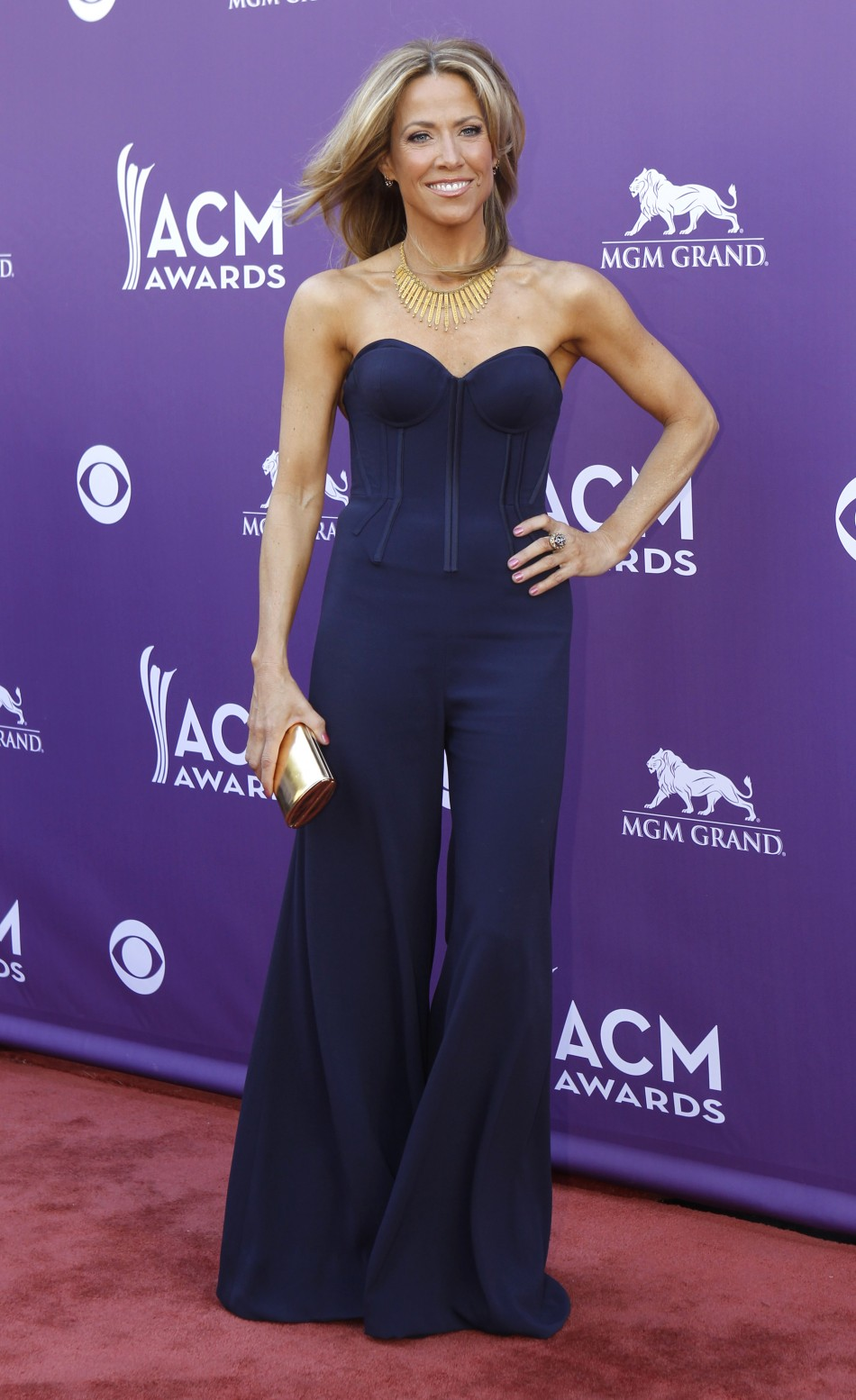 Singer Sheryl Crow poses as she arrives at the 48th ACM Awards in Las Vegas, April 7, 2013.