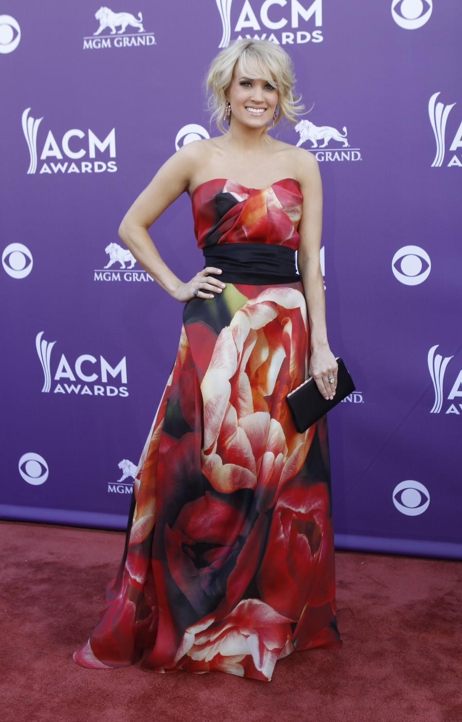 Singer Carrie Underwood arrives at the 48th ACM Awards in Las Vegas, April 7, 2013.