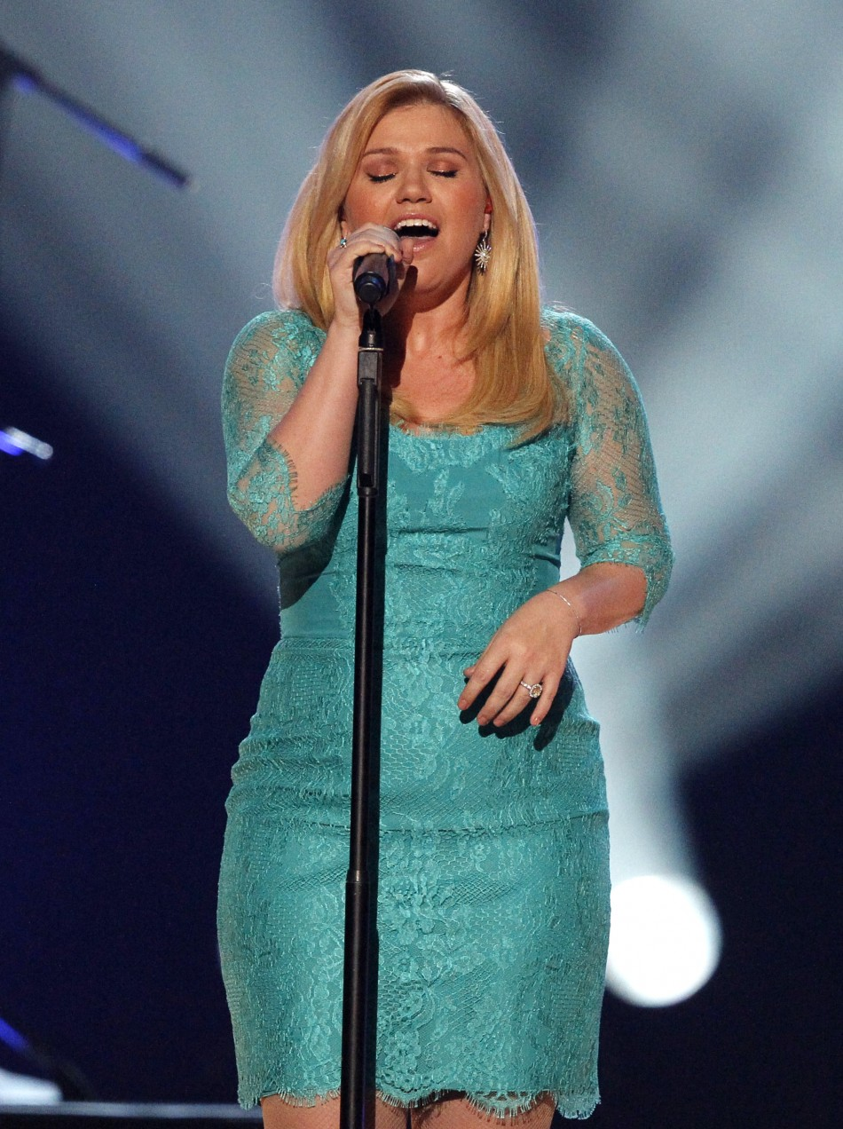 Kelly Clarkson performs Dont Rush during the 48th ACM Awards in Las Vegas April 7, 2013.
