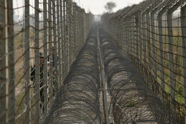 Saudi Arabia planning to build 1,000-mile fence