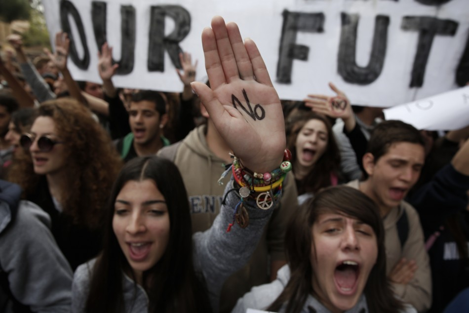 Student protest against bailout (Photo: Reuters)