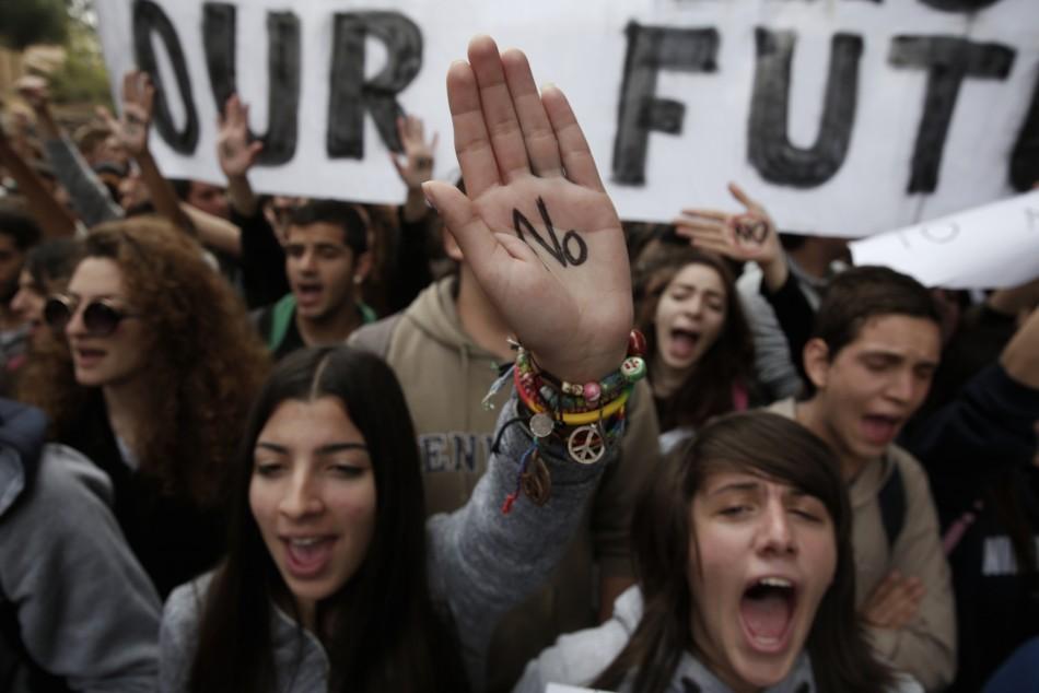 Student protest against bailout (Photo: Reuters)