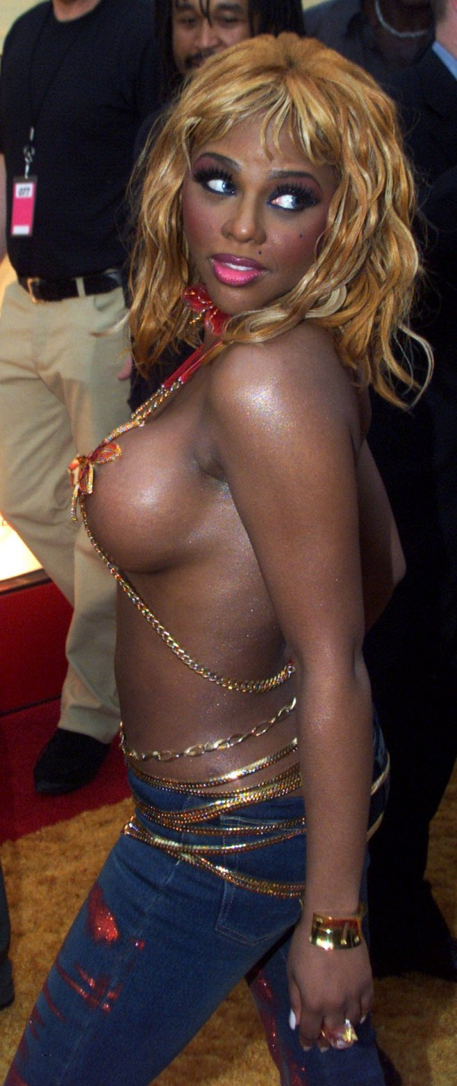 Singer Lil' Kim poses as she arrives at the 2001 MTV Movie Awards in Los Angeles June 2, 2001