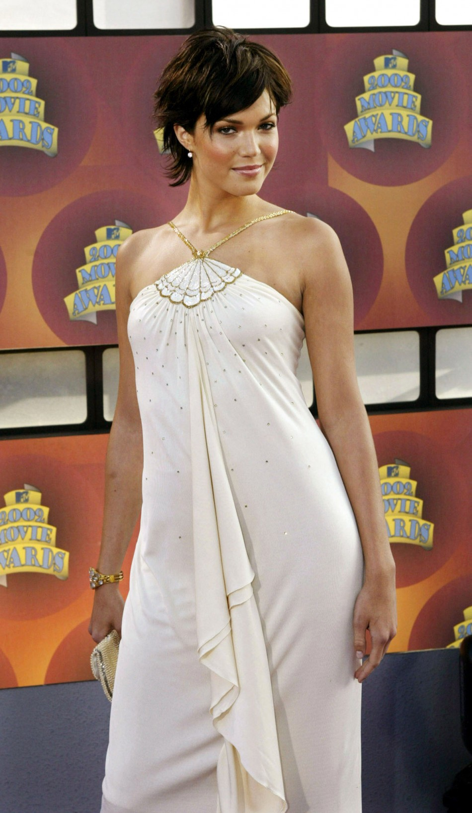 Actress Mandy Moore poses for photos after arriving at the 2002 MTV Movie Awards on June 1, 2002 in Los Angeles, California. Moore was awarded Breakthrough Performance Female for her role in