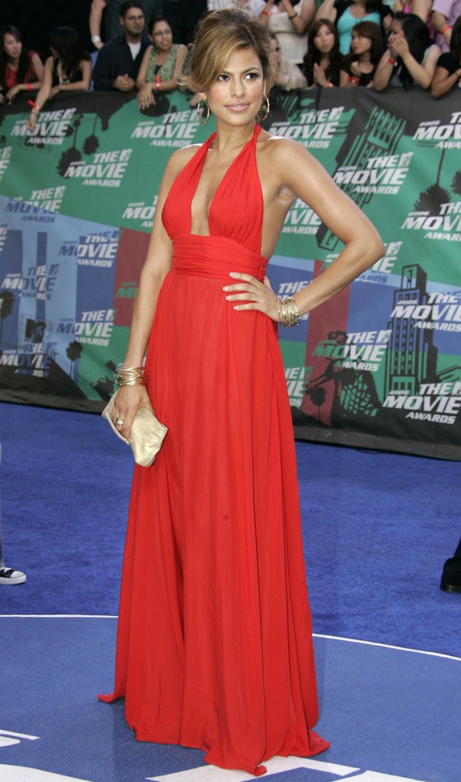 Actress Eva Mendes arrives at the taping of the 2006 MTV Movie Awards in Los Angeles June 3, 2006.