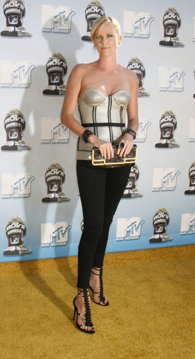 Actress Charlize Theron poses at the 2008 MTV Movie Awards in Los Angeles June 1, 2008.