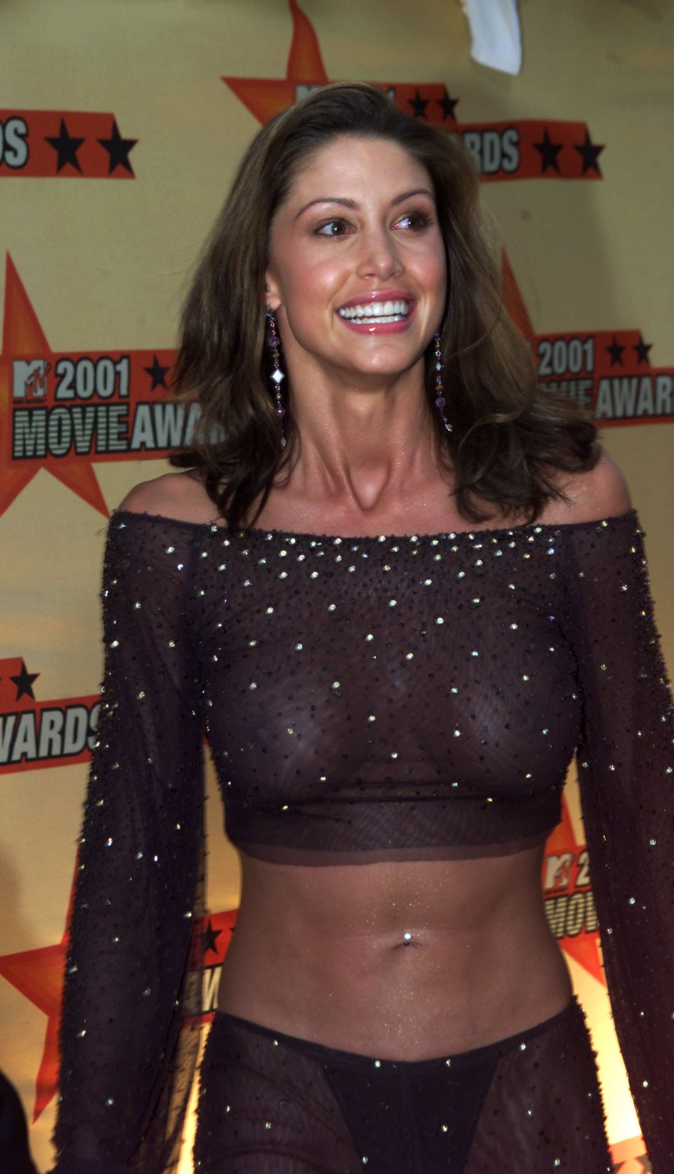 Actress Shannon Elizabeth poses for photographers as she arrives for the 2001 MTV Movie Awards in Los Angeles June 2, 2001.