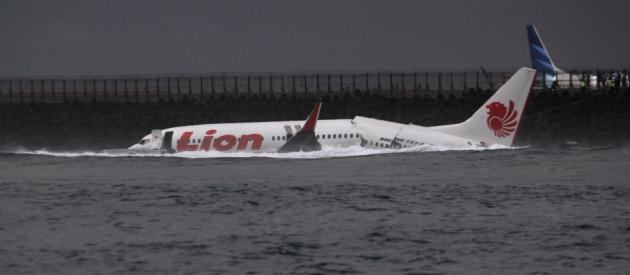 Indonesian Plane Crashes in Sea