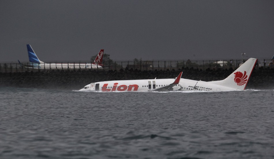 Indonesian Plane Crashes in Sea