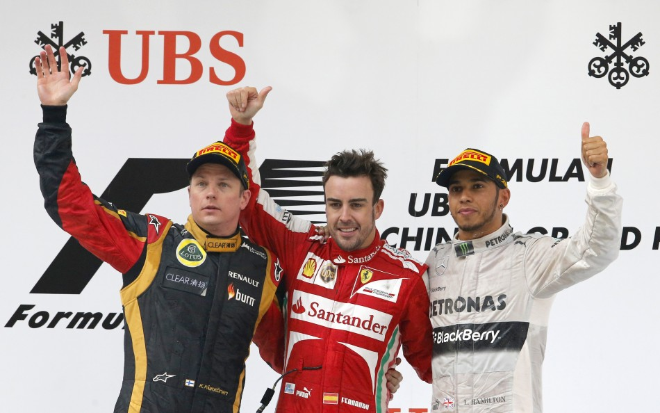 Fernando Alonso, flanked by Kimi Raikkonen (L) and Lewis Hamilton