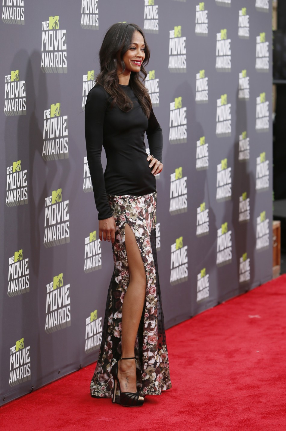 Actress Zoe Saldana poses as she arrives at the 2013 MTV Movie Awards in Culver City, California April 14, 2013.