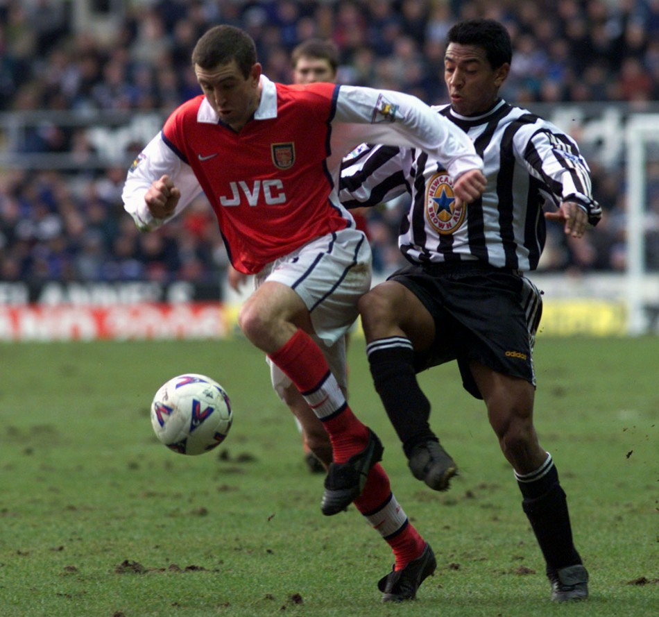 Nigel Winterburn (L) and Nolberto Solano