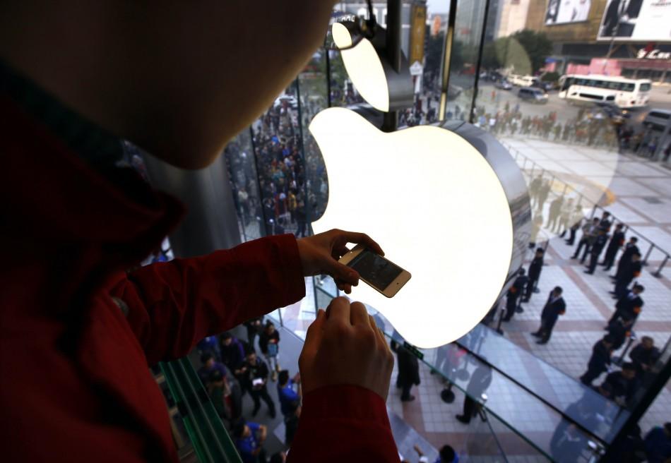 Apple share price drops below $400