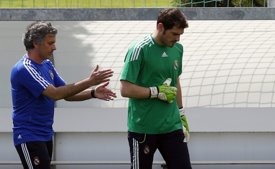 Jose Mourinho (L) and Iker Casillas
