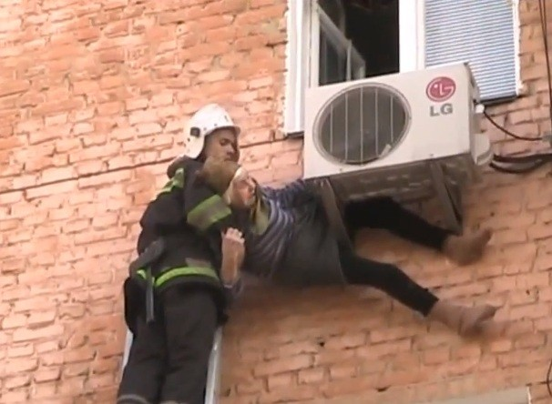 Fireman comes to rescue of Artyomova