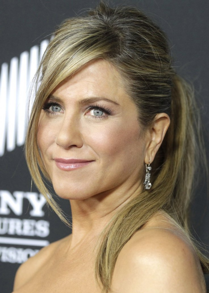 Jennifer Aniston delays own wedding