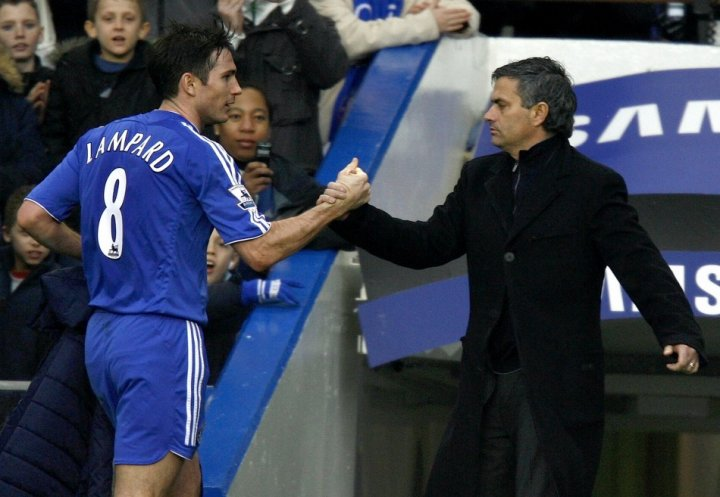 Frank Lampard (L) and Jose Mourinho
