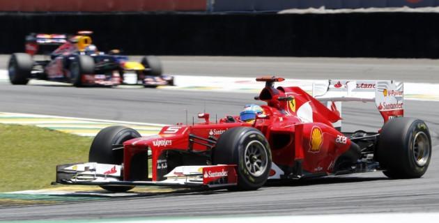 Fernando Alonso (in front) and Sebastian Vettel