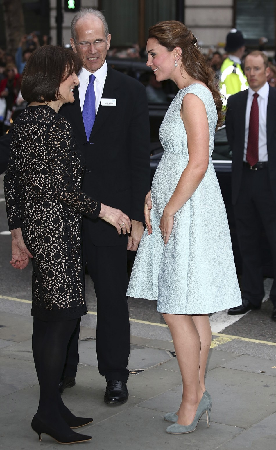 Britain's Catherine, Duchess of Cambridge is met by National Portrait Gallery director Sandy Nairne and Art Room charity founder Juli Beattie (L) before a reception at the National Portrait Gallery in London April 24, 2013.