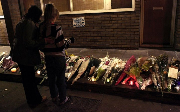 Flowers are seen laid close to the property where Billy Cox, 15 was shot dead in Lambeth in south London, February 15, 2007. (Photo: Reuters)