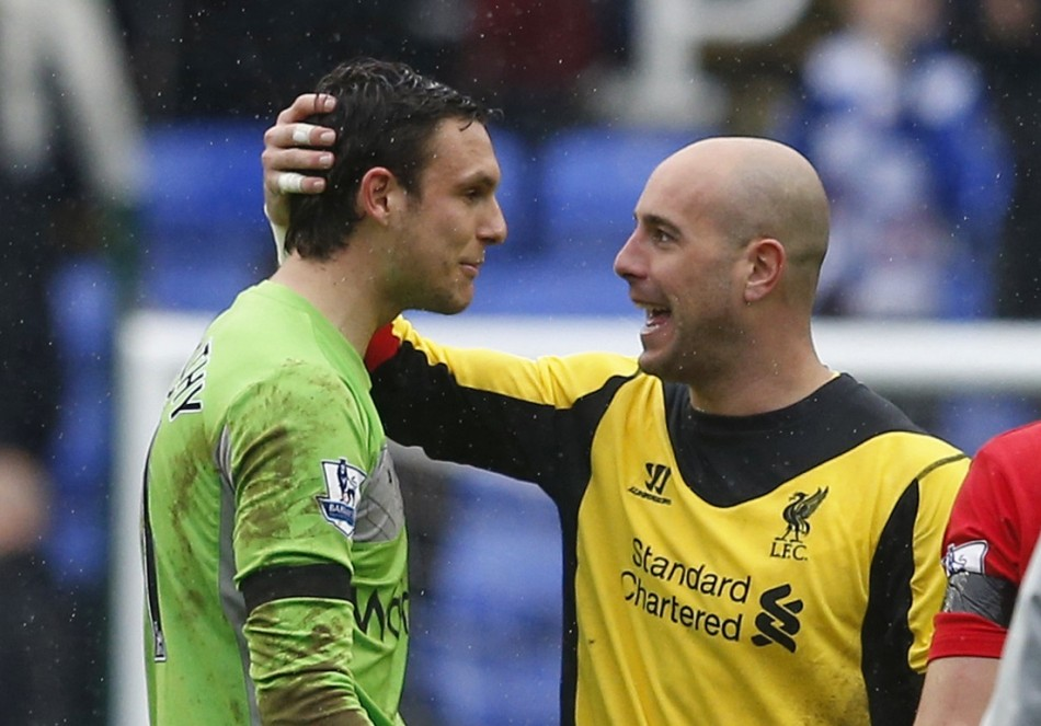 Pepe Reina congratulates Alex McCarthy after the Reading-Liverpool game