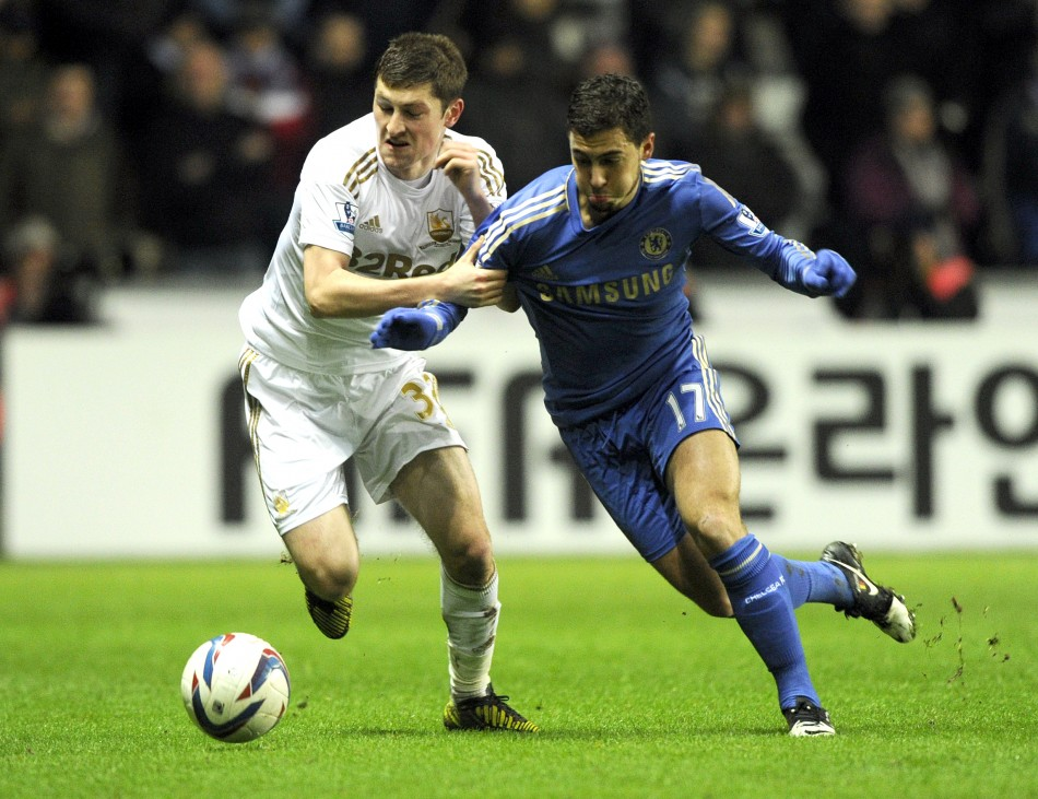 Ben Davies (L) and Eden Hazard
