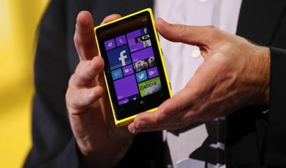 Windows Phone 8 Overtakes BlackBerry in UK Smartphone Wars