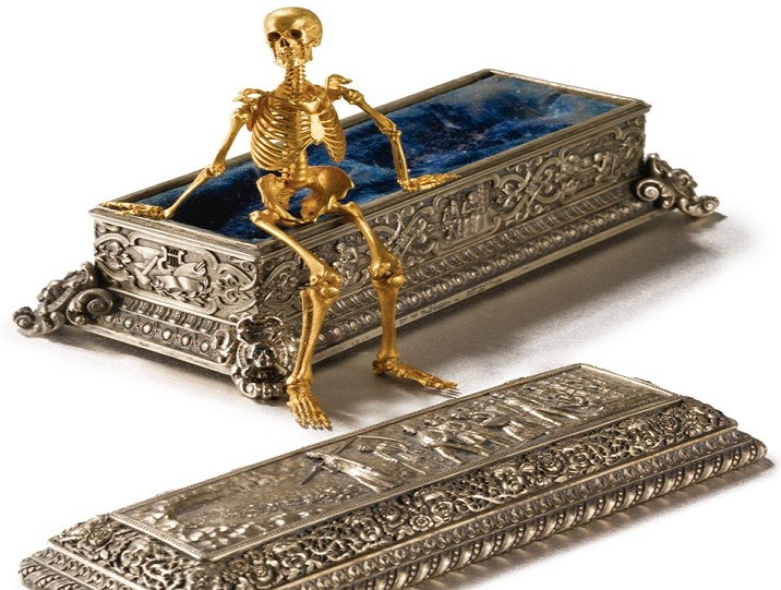 The Rouchomovsky skeleton with coffin