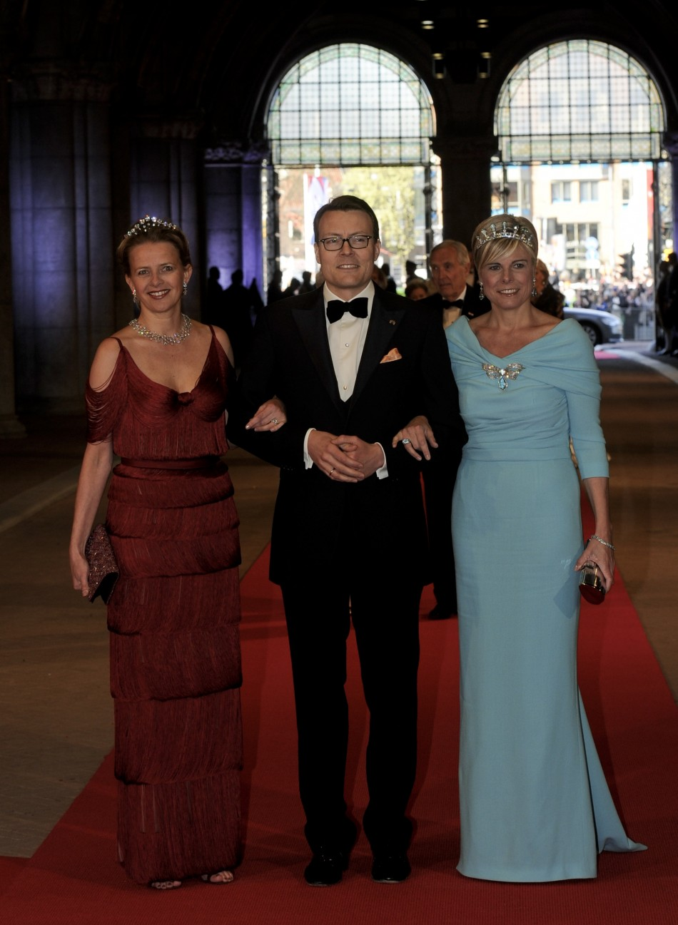 Dutch Prince Constantijn C, his wife Princess Laurentien R and Princess Mabel arrive at a gala dinner organised on the eve of the abdication of Queen Beatrix of the Netherlands and the inauguration of her successor King Willem-Alexander at the Rijksmu