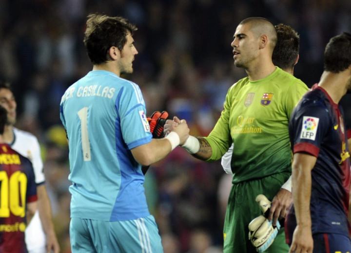 Iker Casillas (L) and Victor Valdes