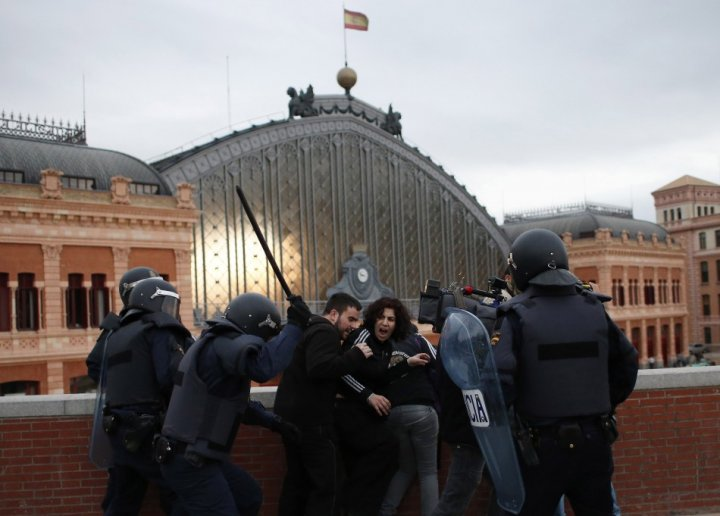 Police charge protesters during an anti-austerity demonstration in Madrid April 25, 2013. Members of a the