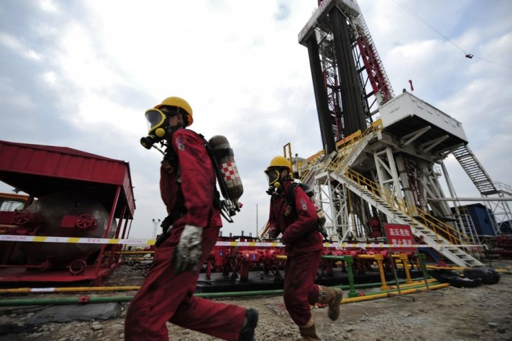 Workers carry out a practice drill in case of a hydrogen sulfide leak at a natural gas appraisal well of Sinopec in Langzhong county, Sichuan province March 1, 2011. China, which has by far the world?s largest shale deposits, has just started to exploit t