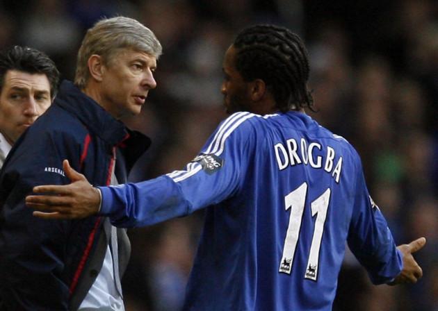 Arsene Wenger and Didier Drogba (R)