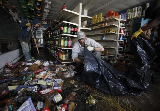 Soldier helps clean up damage at one business during Hurricane Sandy (Photo: Reuters)