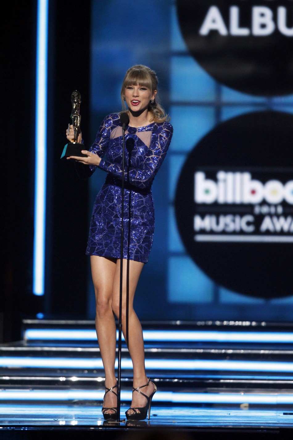 Singer Taylor Swift accepts the award for Top Billboard 200 Album during the Billboard Music Awards at the MGM Grand Garden Arena in Las Vegas, Nevada May 19, 2013.