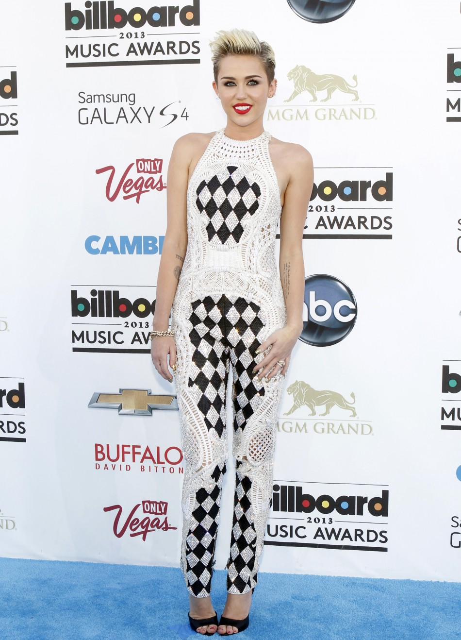 Singer Miley Ray Cyrus arrives at the Billboard Music Awards in Las Vegas, Nevada May 19, 2013.