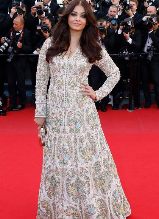 Indian actress Aishwarya Rai poses on the red carpet as she arrives for the screening of the film Blood Ties during the 66th Cannes Film Festival in Cannes May 20, 2013.