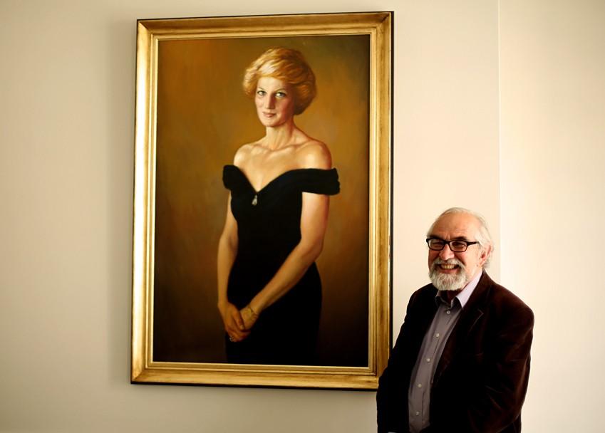 Israel Zohar and his new Princess Diana portrait (Photo: IBTimes UK)