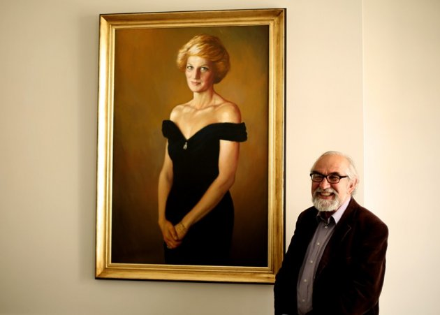 Israel Zohar and his new Princess Diana portrait (Photo: IBTimes UK)